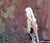 Sexy Blondine mit dicken Eutern