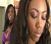 Lesbianas negras divirtiéndose