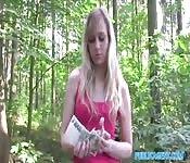Scopare nel bosco in cambio di soldi