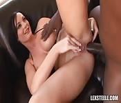 Melissa Lauren uprawia seks z czarnoskórym facetem