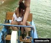 Romantyczny stosunek na łodzi