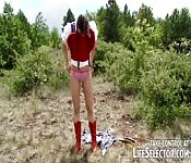 Salope Petit Chaperon Rouge chevauche dans les bois