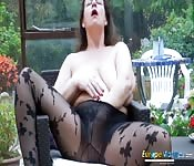 Une maman sexy se masturbe