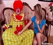Affrontare e scopare un clown