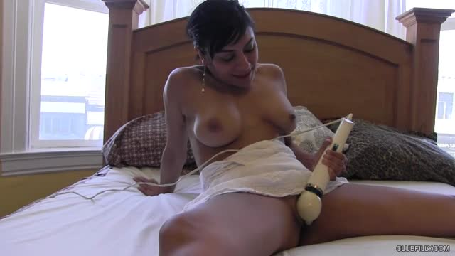 elle se masturbe xxx