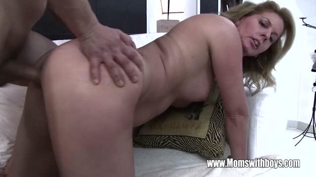 MILF baisers porno
