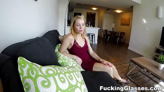 Une blonde trs chaude au bureau - Porn Gratuit - Tukif