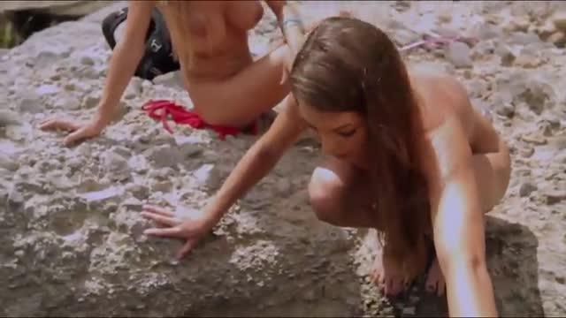 Chicas Desnudas Haciendo Deportes Acuáticos Playboytv