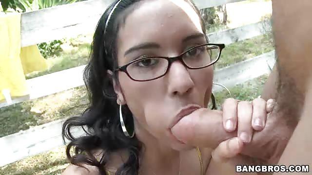 femme tatouee sur tout le corps se masturbe