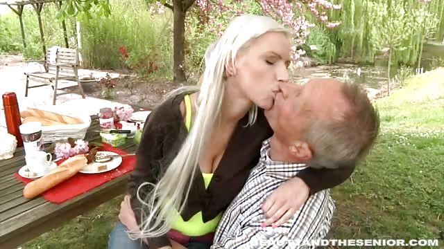 Junges deutsches girl fickt den postboten wenn eltern weg 1