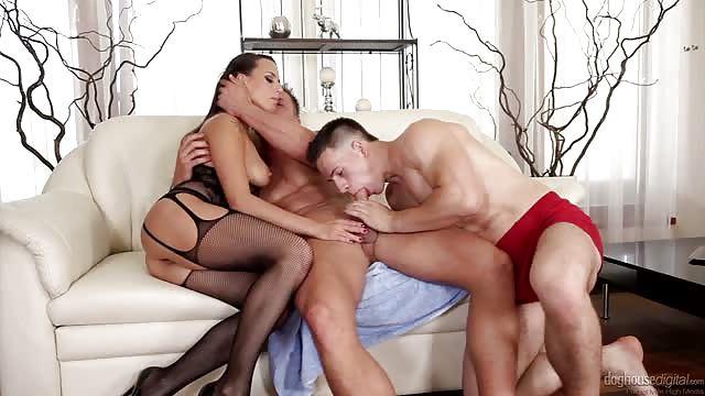 Homo trio met een geile dame